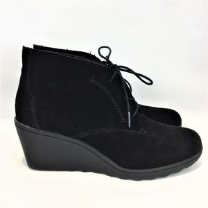 WHITE MOUNTAIN 10M Black Suede Wedge Ankle Bootie